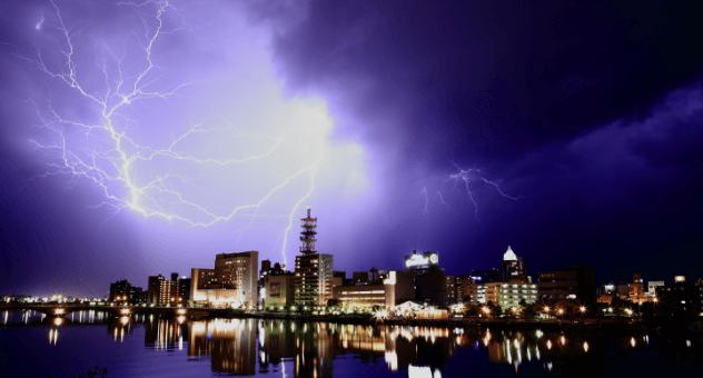 建物や各種設備、あるいは人身を雷による被害から守るには、 雷害によるさまざまな現象への対策が必要です。